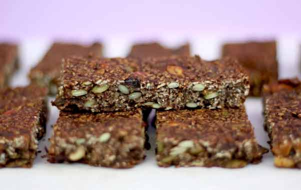 HOW TO MAKE GRANOLA BARS LOW IN SUGAR