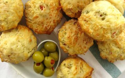 SAVOURY MUFFINS WITH HAM, CHEESE AND GREEN OLIVES