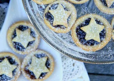 STAR TOPPED CHRISTMAS MINCE PIES