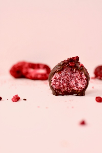 Berry Explosion Bliss Balls (vegan + GF)